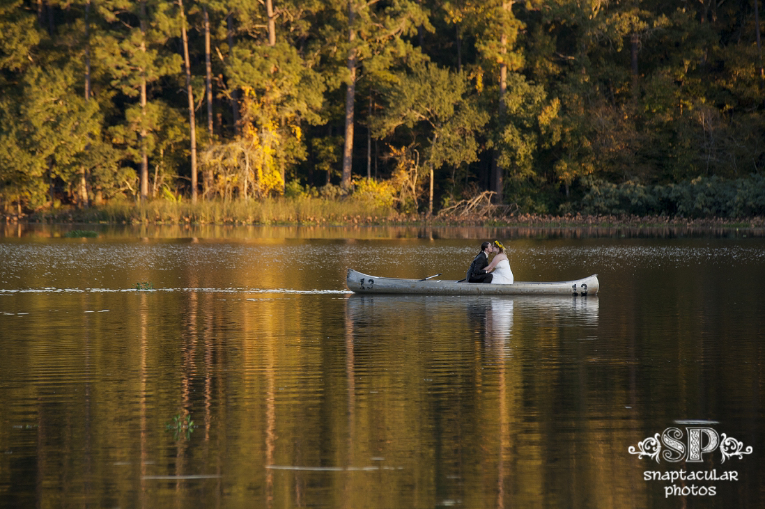 Raven Lodge Wedding Bride And Groom In A Canoe On Lake At Huntsville State Park