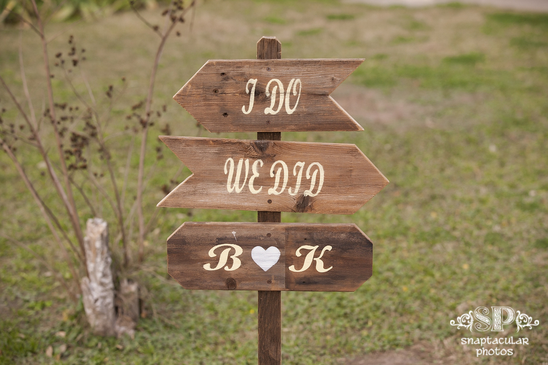 rustic wedding details from kourtne and blake's rustic outdoor wedding at garten verein in galveston tx, galveston wedding photographer